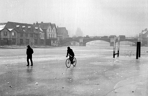 Il Tamigi ghiacciato nell'inverno del 1962