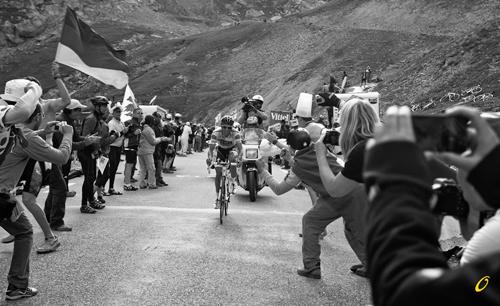 Contador in difficoltà sulle Alpi