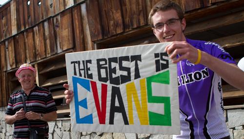 Un cartello a sostegno di Cadel Evans
