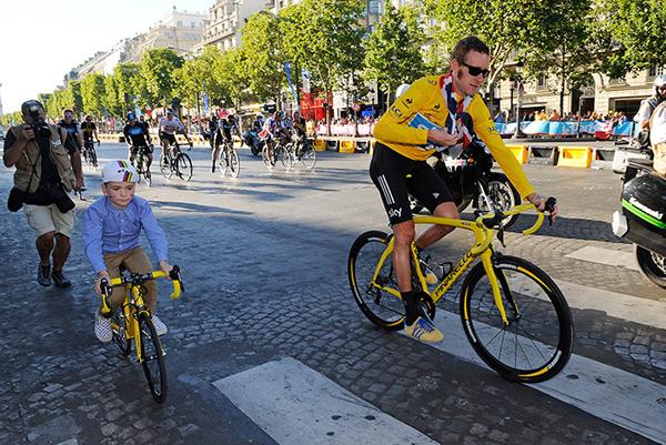 Wiggins con suo figlio a Parigi