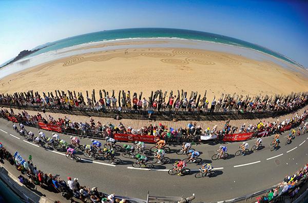 Lungo la spiaggia di Saint-Malo al Tour 2013