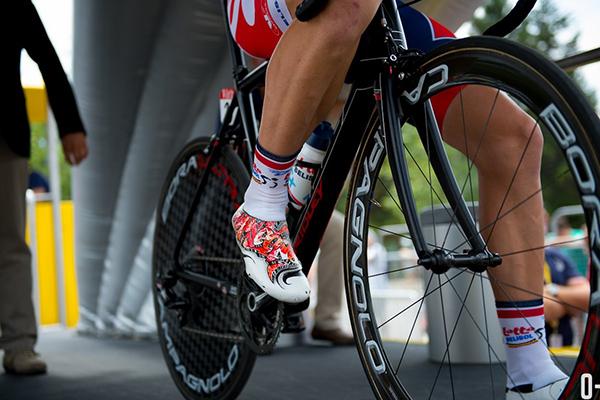 Serigrafia sugli scarpini da ciclista