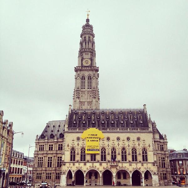 Arras saluta il Tour 2014 con una gigantesca maglia gialla