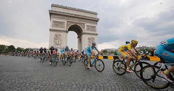 Nibali a Parigi in maglia gialla al Tour 2014