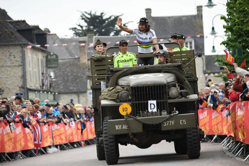 Sagan e Contador su un mezzo militare al Tour 2016