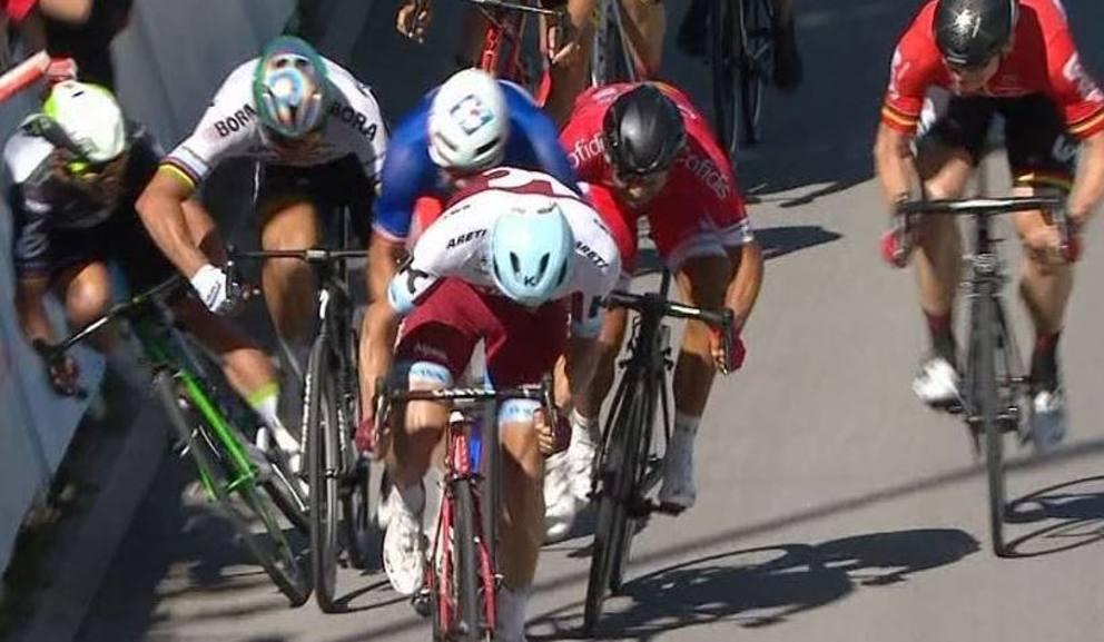 Scontro tra Peter Sagan e Mark Cavendish al Tour 2017