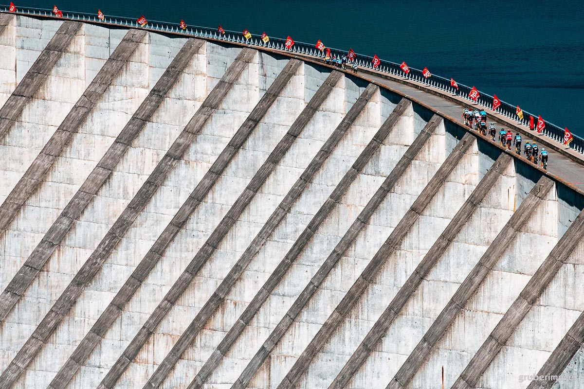 Il Tour de France 2018 attraversa la diga di Roselend