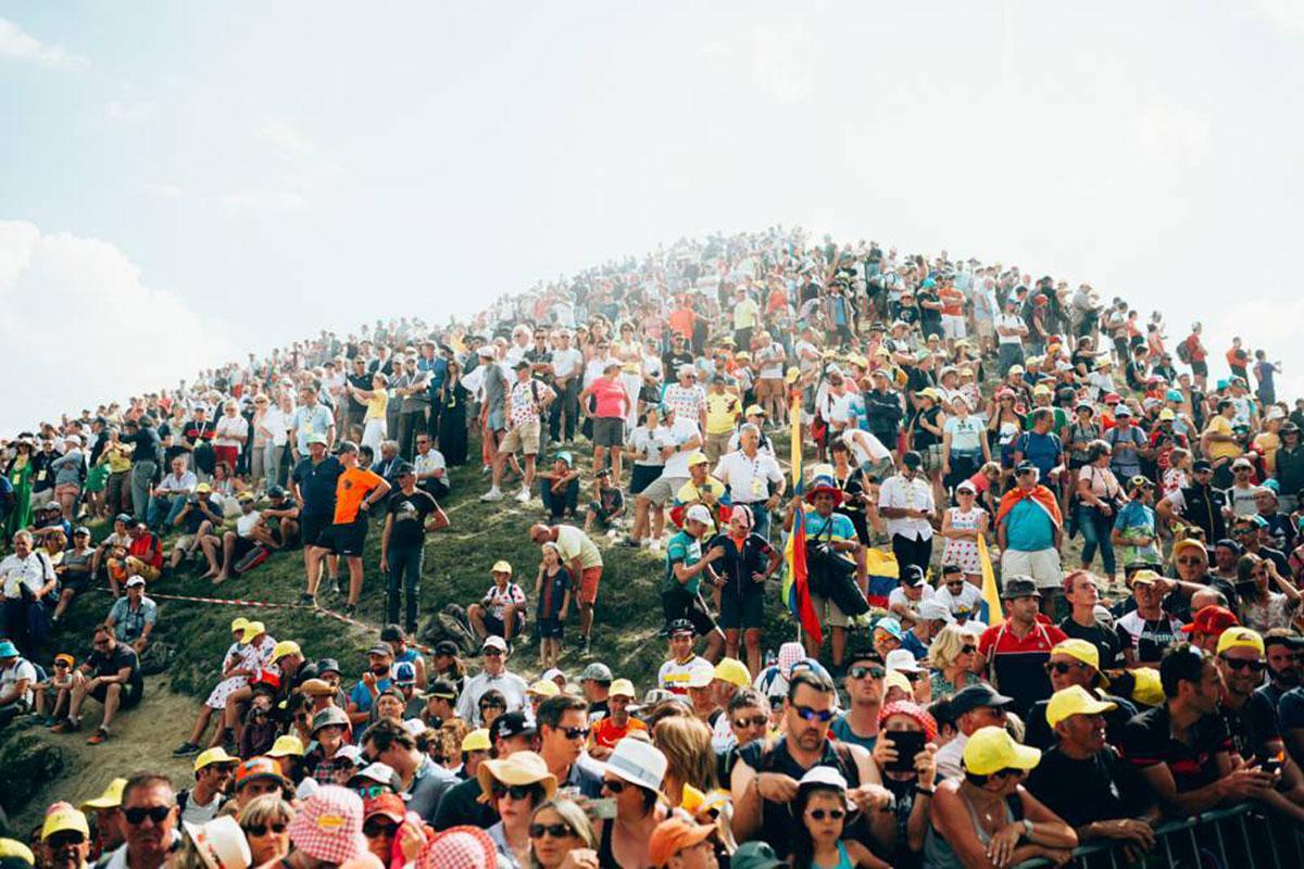 Tifosi in attesa della Maglia Gialla sul Tourmalet al Tour 2019