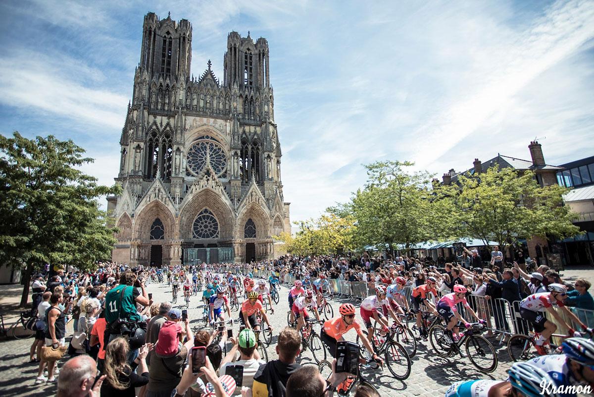 Il Tour 2019 all'ombra della cattedrale di Reims