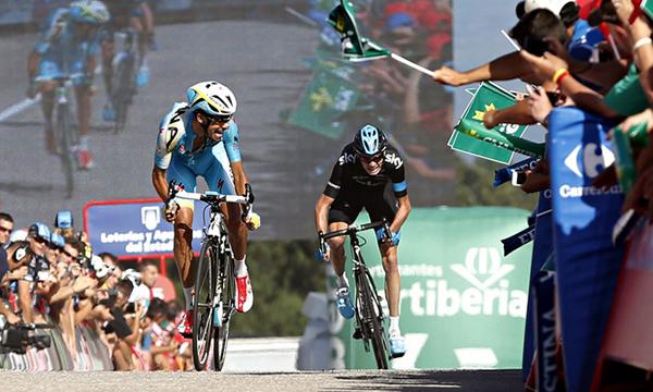 Fabio Aru stacca Froome sul traguardo della Vuelta 2014