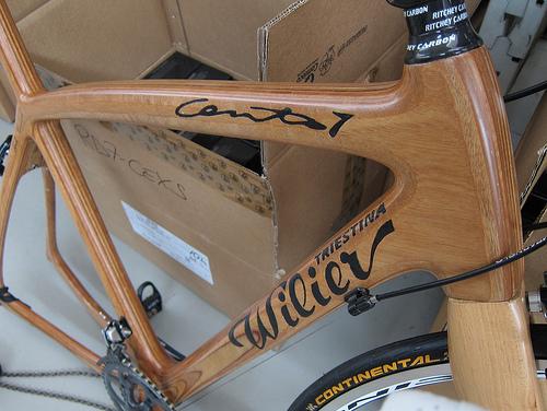 Una bici Wilier di legno