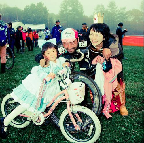 La famiglia del ciclista al Nobeyama Cyclocross Race